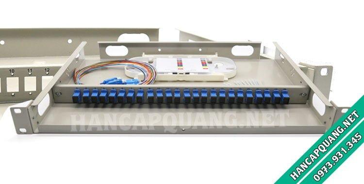 Hộp phối quang ODF 4FO lắp rack đầy đủ phụ kiện