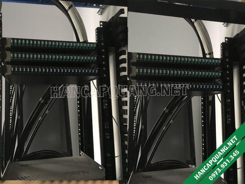 Hộp ODF được lắp lên tủ rack ở Phòng server